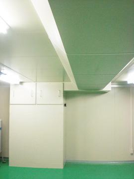 A社 既存の建屋の天井が低い空間をライン式空調システムでクリーンルーム化